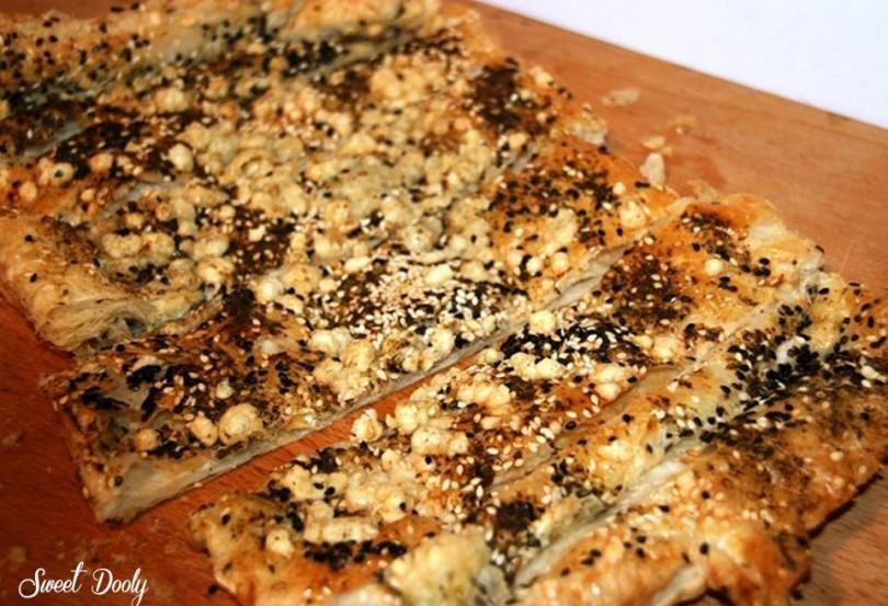 נשנושי בצק עלים עם גבינה צהובה ותבלינים