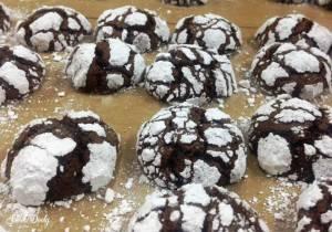 מתכון לעוגיות שוקולד מושלגות חלומיות ומהירות שמתאימות לשלג