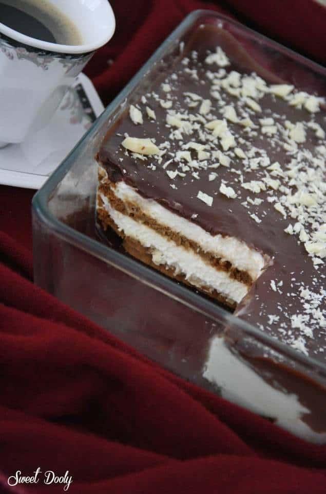 עוגת ביסקוויטים עם קצפת