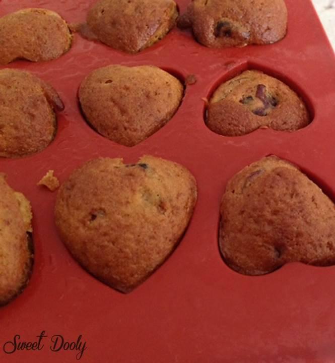 עוגת בננות וחמוציות שמכינים בחמש דקות