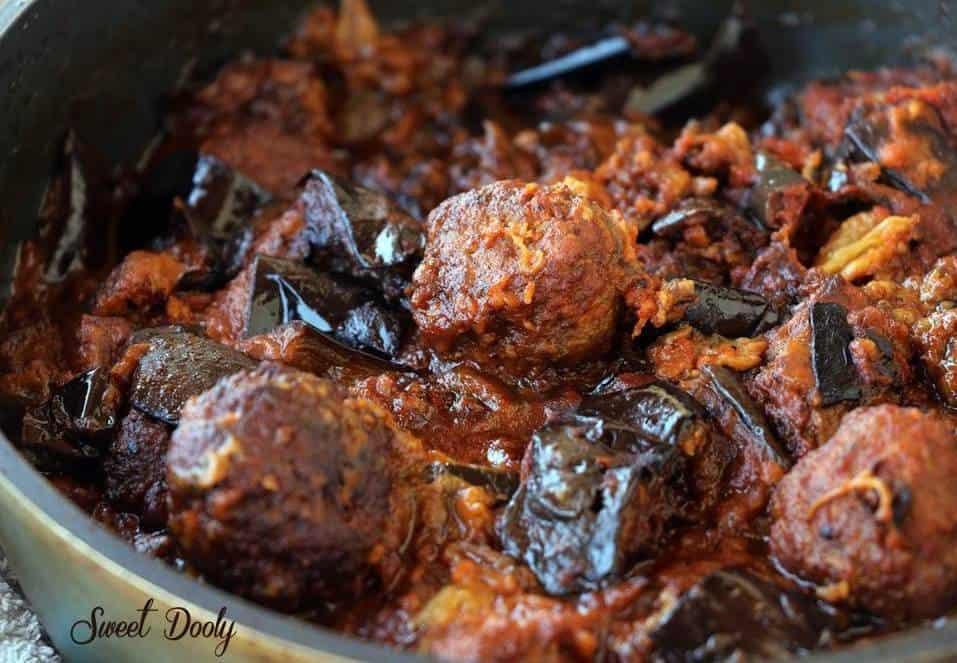 תבשיל חצילים עם קציצות בשר