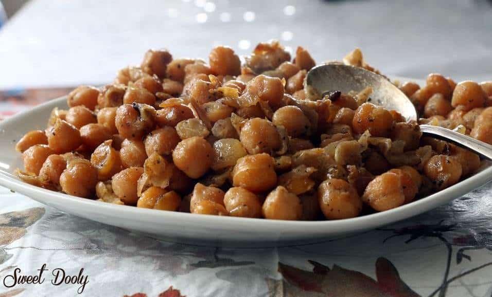 איך מכינים תבשיל חומוס עם בצל