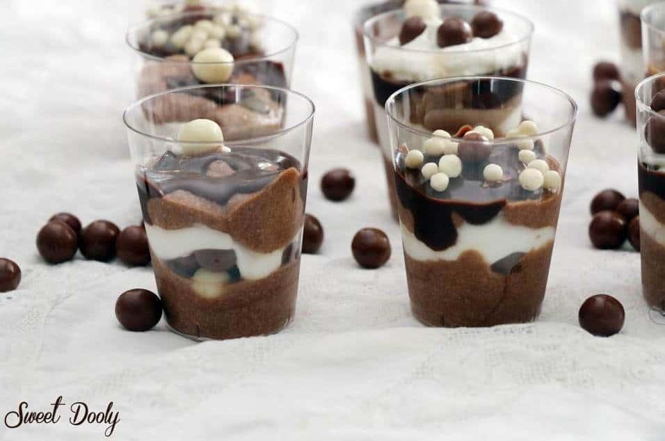 מתכון למוס שוקולד בשני צבעים ללא ביצים וללא ג'לטין