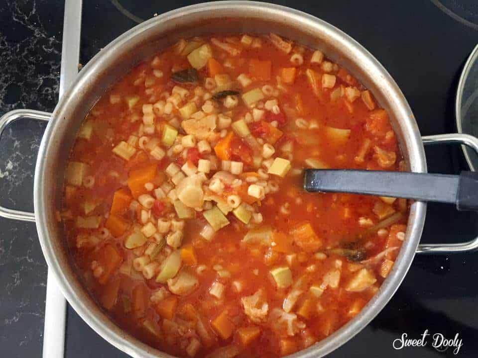 מרק מינסטרונה עם ירקות גריסים ופסטה