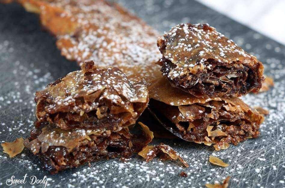 כלי פילו ממולאים בסוכר וקינמון