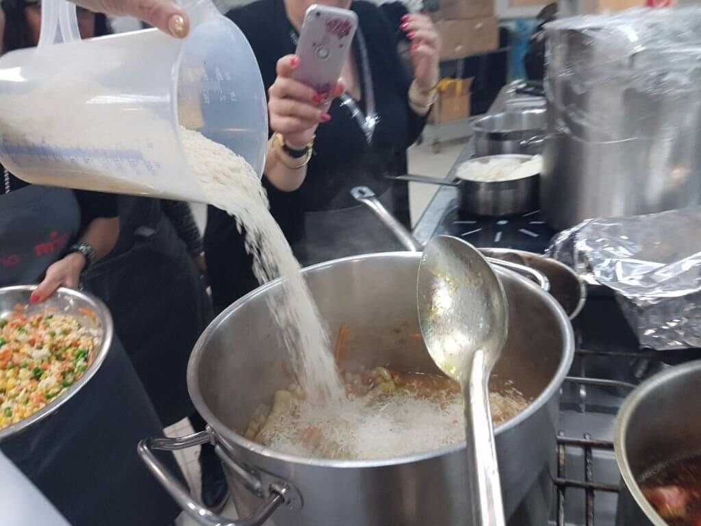 מתכון לאושפלאו עוף עם אורז וירקות