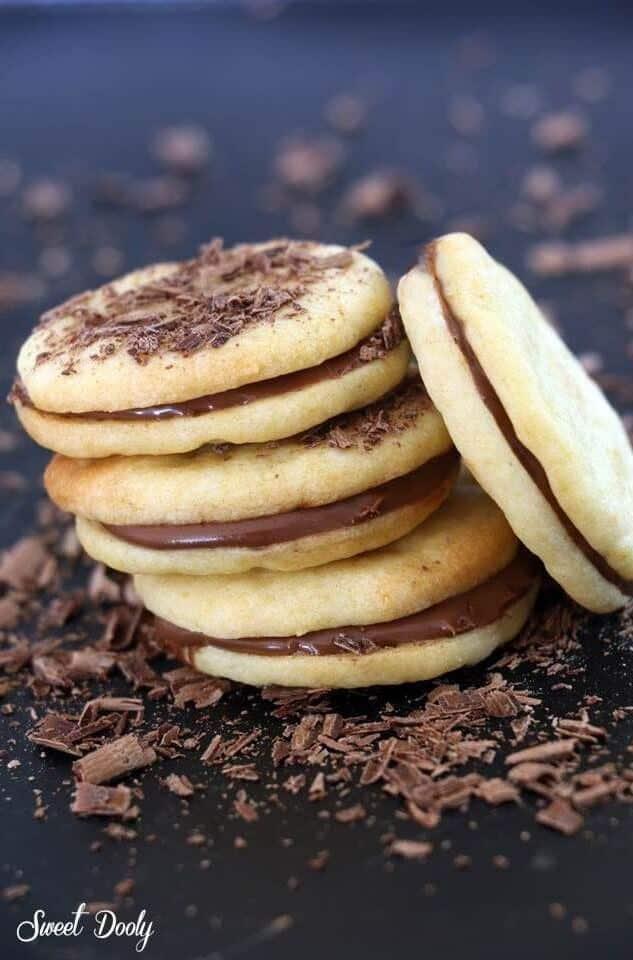 עוגיות סנדויץ' שוקולד