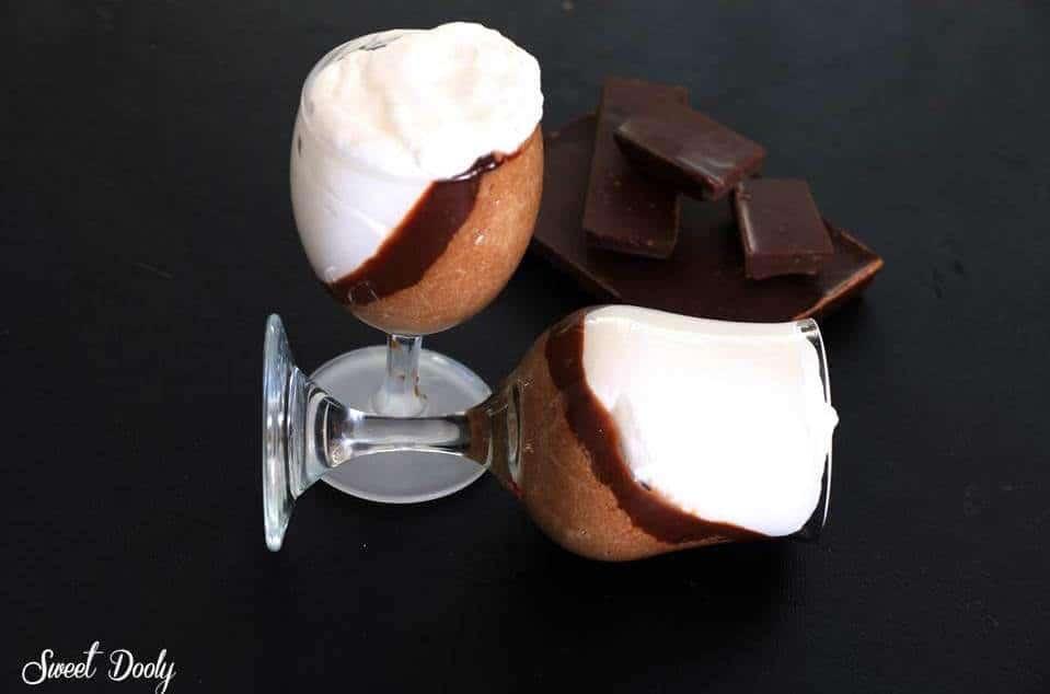 עוגת בראוניז שוקולד כשרה לפסח היא רכה, היא מלאת שוקולד היא חלומית
