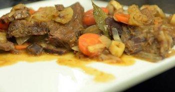 צלי בשר בקר עם תפוחי אדמה וגזר מבושל