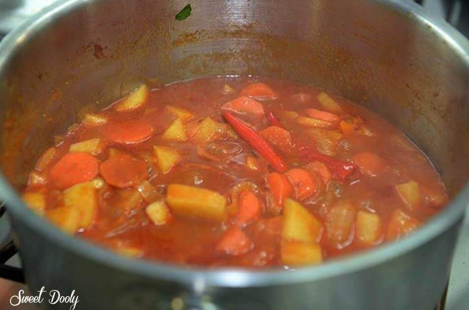 צלי בקר עם תפוחי אדמה וגזר מבושל