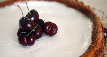עוגת גבינה בצפוי שמנת חמוצה
