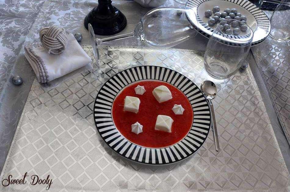 קינוח פנקוטה וניל קפוא במרק תותים