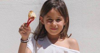 משה בתיבה נקניקיות עטופות בבצק