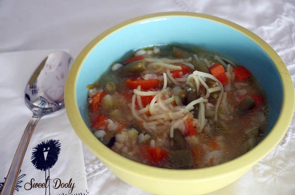 מרק ירקות טעים עם אטריות דקות
