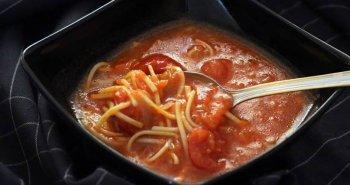 מרק עגבניות עם אטריות מהיר הכנה