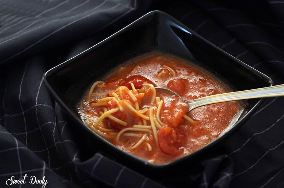 מתכון למרק עגבניות עם גזר ואטריות מהיר וטעים