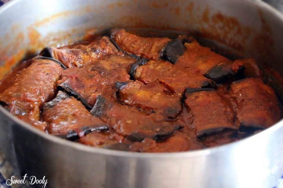 גלילות חצילים ממולאות בשר ברוטב עגבניות