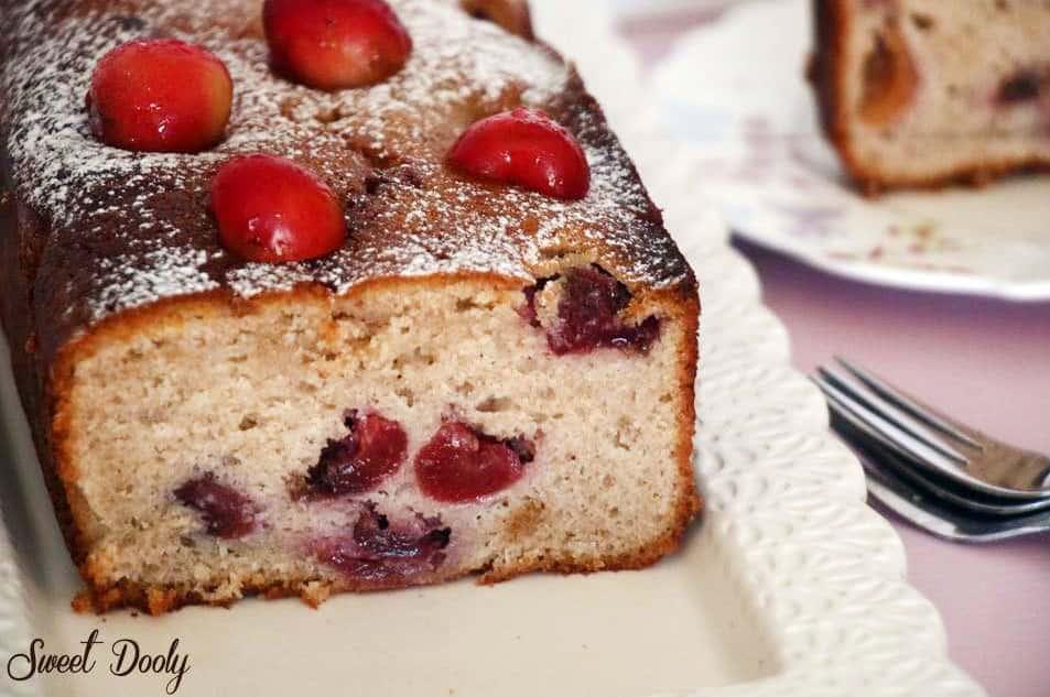 עוגת דובדבנים בחושה מקמח כוסמין