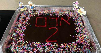 עוגת יום הולדת שוקולד בחושה ענקית