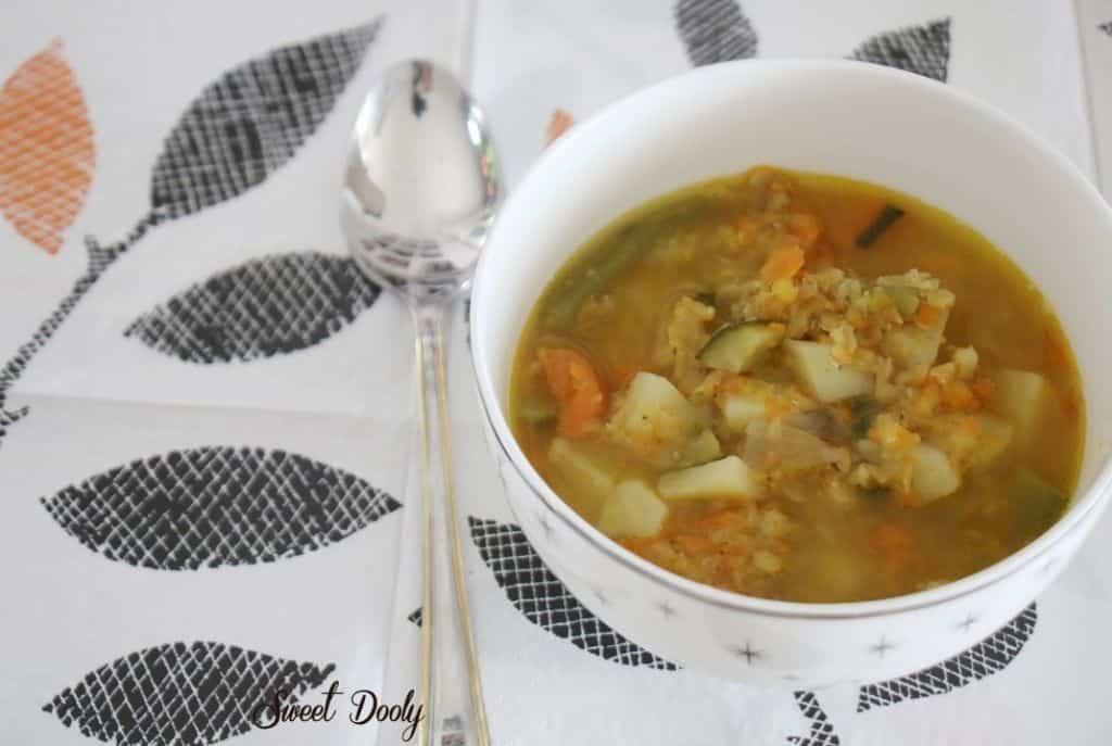 מרק ירקות עם עדשים כתומות