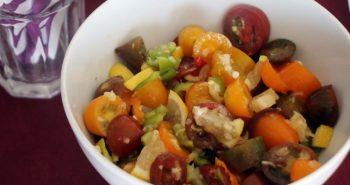 סלט עגבניות חריף עם שום ולימון