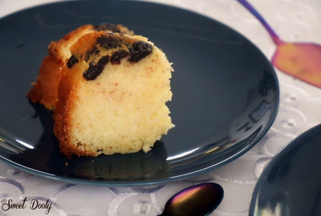 עוגה בחושה עם דובדבנים