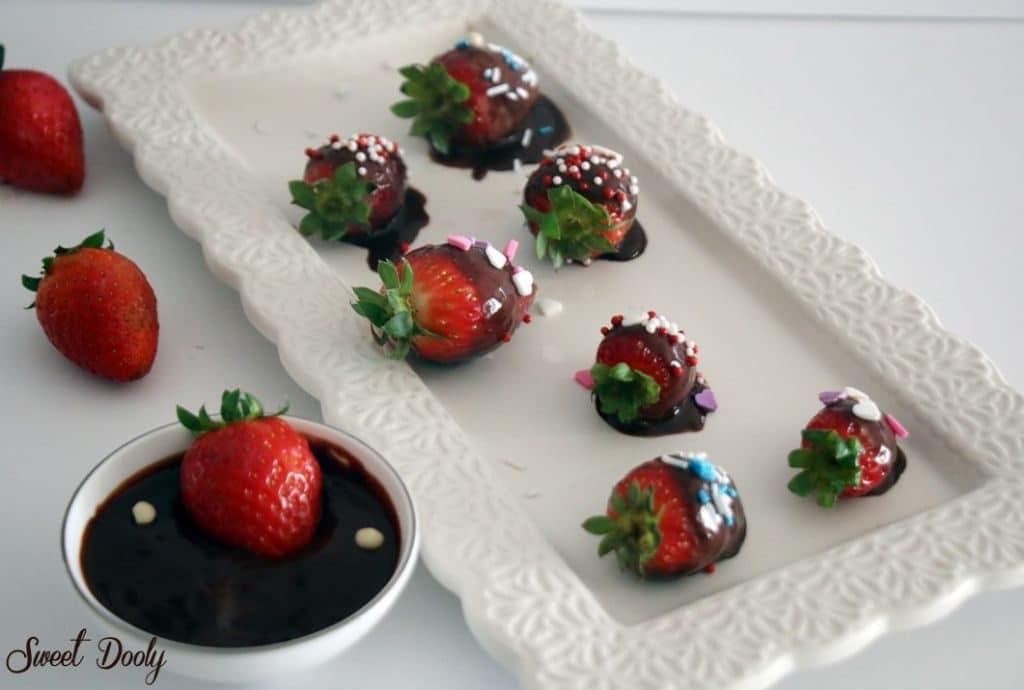 תותים מצופים בשוקולד פרווה