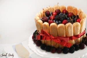 עוגת גבינה שארלוט עם פירות