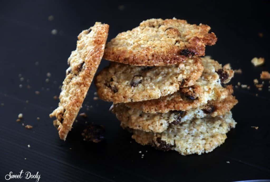 עוגיות שיבולת שועל וצימוקים פרווה