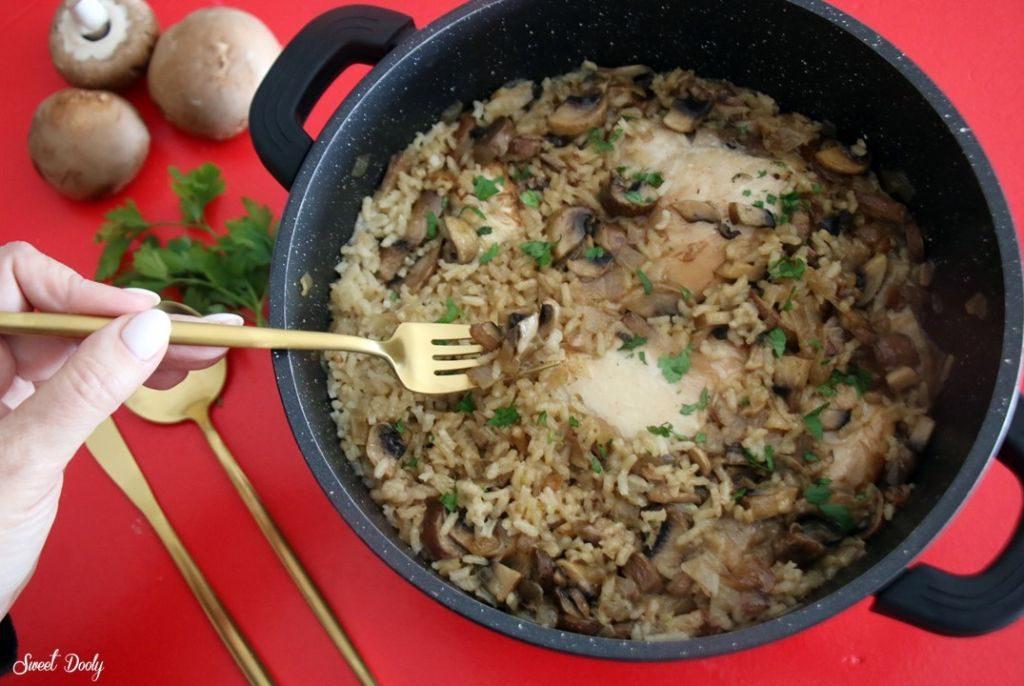 עוף מבושל עם אורז ופטריות
