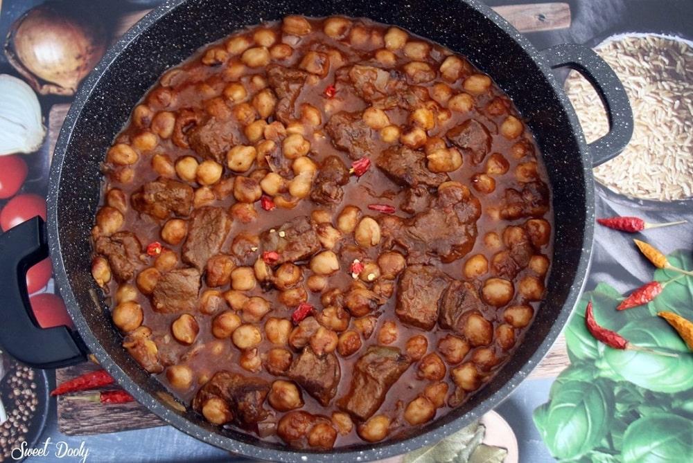 תבשיל בשר עם חומוס