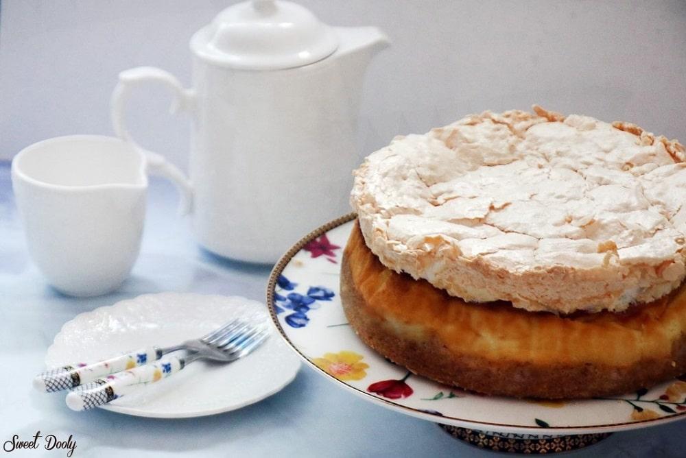 עוגת גבינה אפויה בציפוי מרנג
