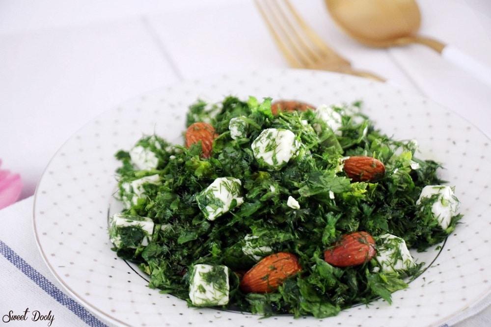 סלט ירוק עם גבינה ושקדים