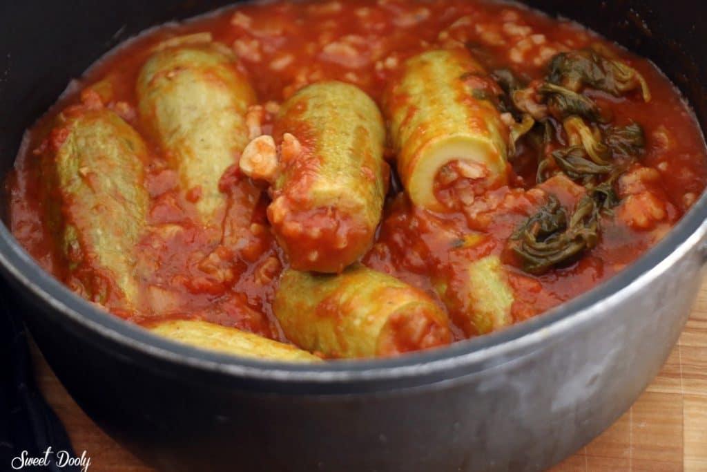קישואים ממולאים באורז ברוטב עגבניות