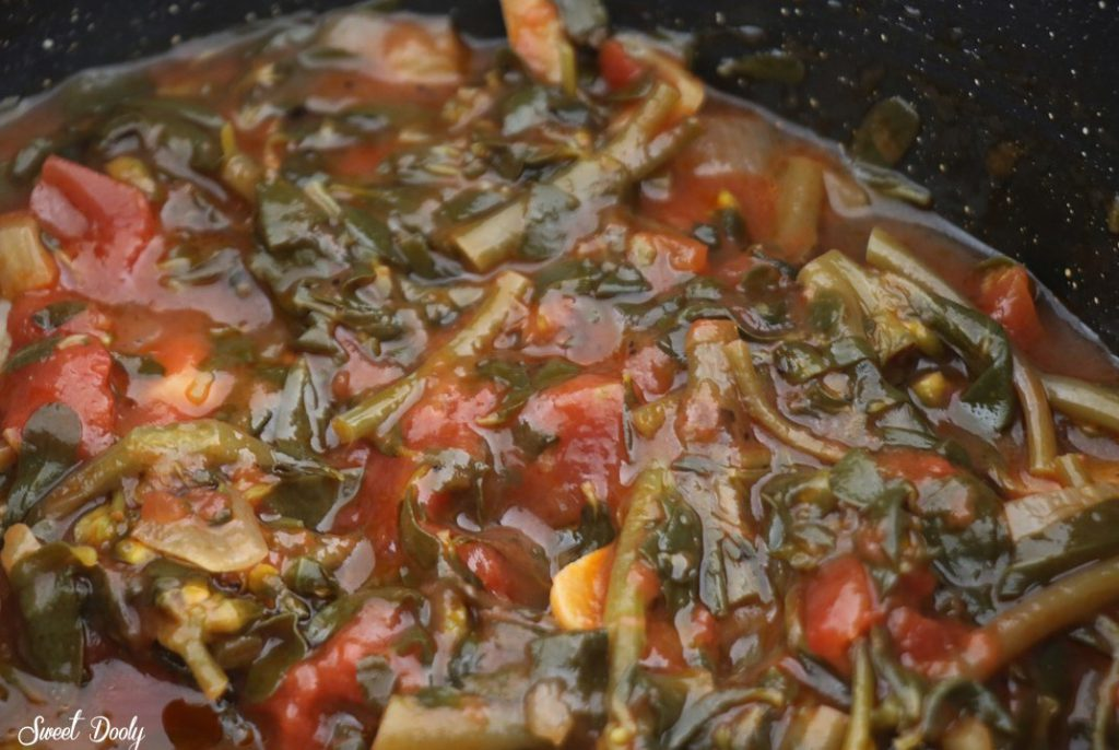 תבשיל ריג'לה ברוטב עגבניות