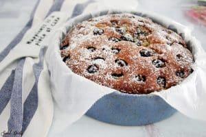 עוגת שקדים וניל עם דובדבנים