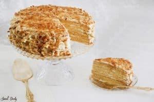 מדוביק פרווה עוגת שכבות קרם ודבש