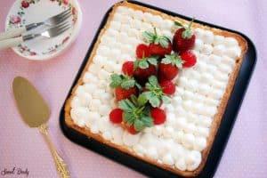 עוגת קצפת עם תותים ללא גלוטן,עוגה נמסה בפה