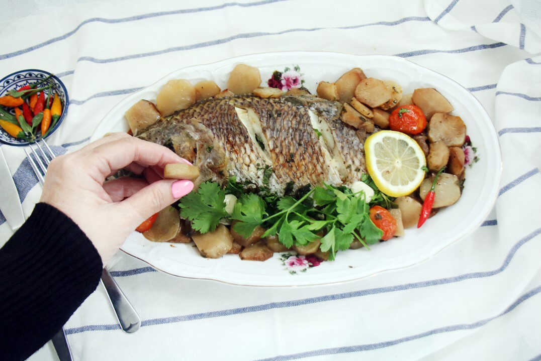 דג אמנון עם ארטישוק ירושלמי