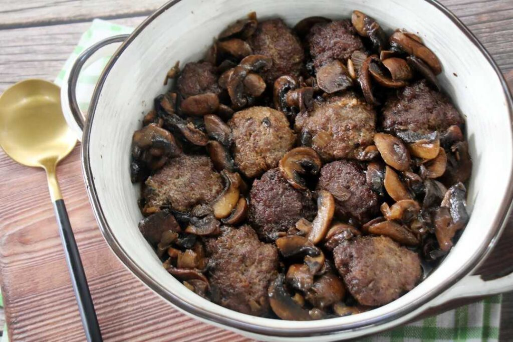 קציצות בשר עם פטריות