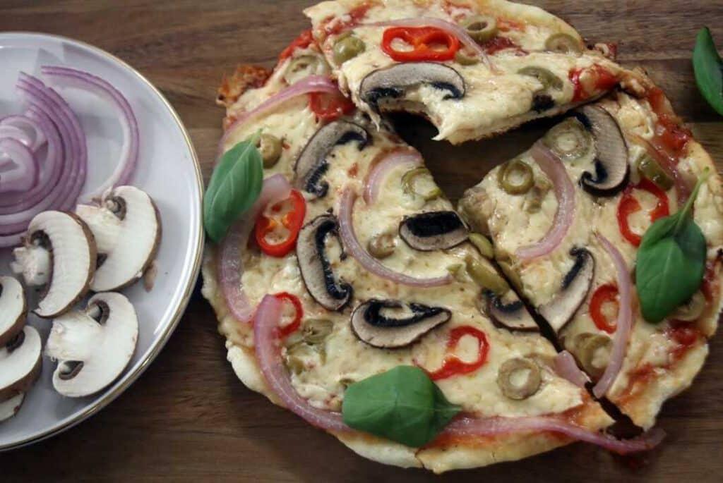 פיצה במחבת מ-2 מצרכים בלבד