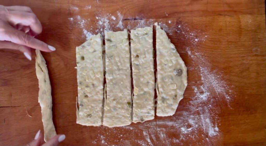 מקלות גבינה וזיתים פלוטים ממכרים