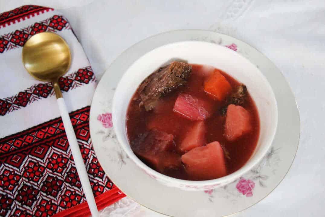 מרק בורשט עם בשר