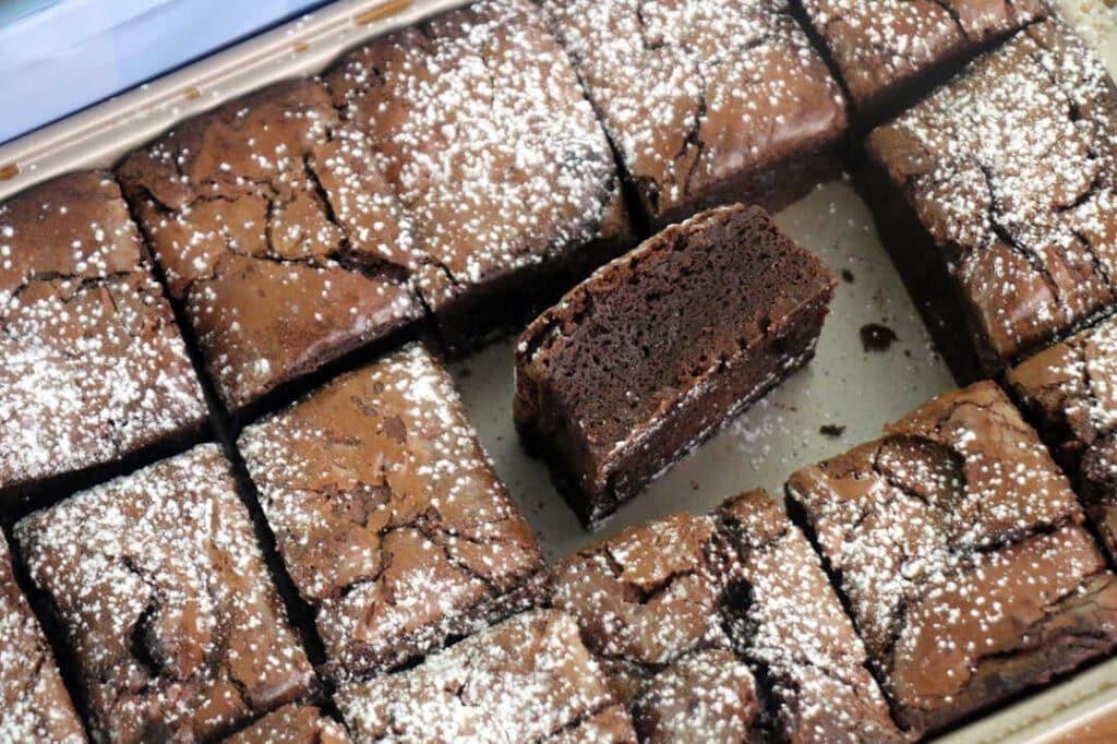 עוגת בראוניז בתבנית מחולקת