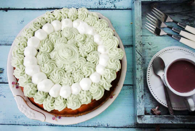 עוגת גבינה אפויה וקרם פיסטוק