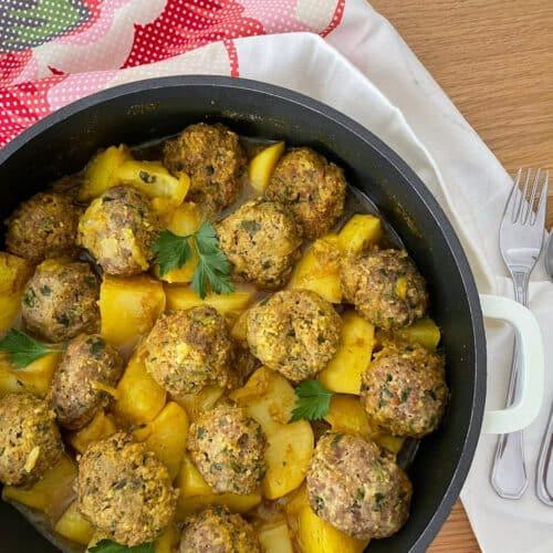 תבשיל קציצות בשר ותפוחי אדמה