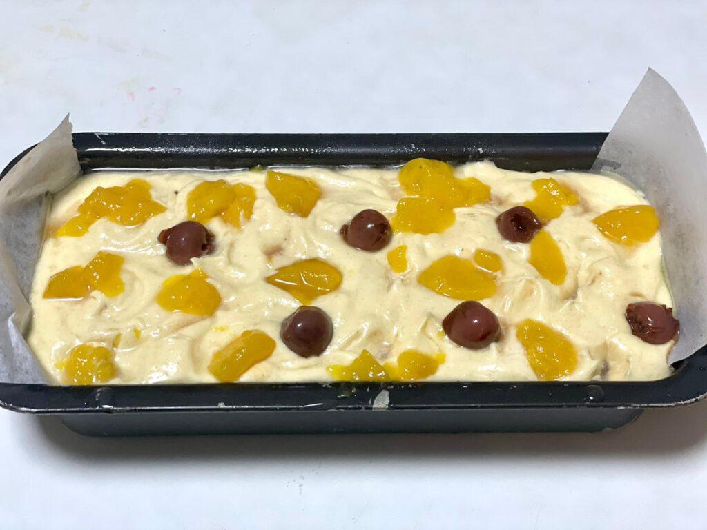 עוגת דובדבנים ואפרסקים בחושה