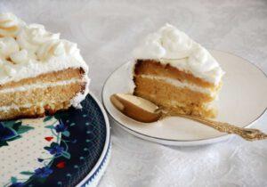 עוגת דבש עם קרם לראש השנה