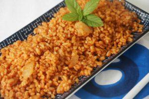 תבשיל בורגול וחיטה אדום טבעוני