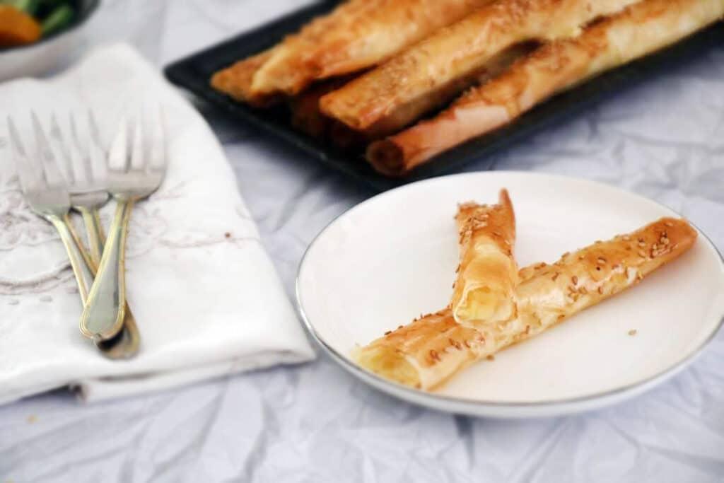 אצבעות פילו עם גבינה מלוחה